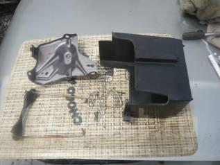 Крепление аккумулятора. Honda Zest, JE2 Двигатель P07A