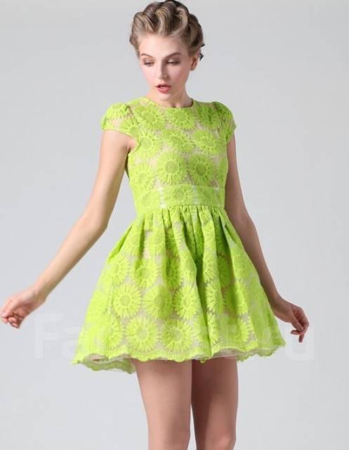 Платье выбитыми цветами