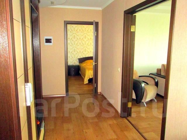 2-комнатная, улица Большая 7. Центральный, 57 кв.м. Прихожая