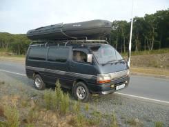 Микроавтобус для туристов с багажом. С водителем