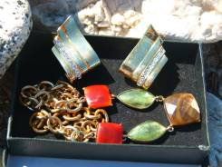Комплект клипсы и ожерелье.