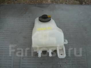 Бачок для тормозной жидкости. Toyota Prius, NHW20 Двигатель 1NZFXE