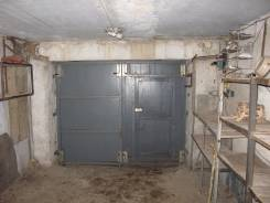 Продам капитальный гараж в первой нижней строчке ГСК 118/3. Тобольская ул. 29, р-н Третья рабочая, 18,0кв.м., электричество, подвал. Вид изнутри