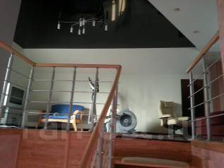 2 дома по цене одного (коттедж + гостевой дом с сауной). Улица Давыдова 86, р-н Вторая речка, площадь дома 250 кв.м., скважина, электричество 15 кВт...