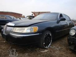 Lincoln Town Car. 1LNEM81W2WY610813