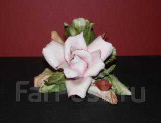 Фарфор *Розовые розы* Каподимонте. Италия. 1980-е годы.