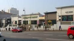 Торговые центры. Проспект Океанский 11, р-н Центр, 19 кв.м., цена указана за квадратный метр в месяц. Дом снаружи