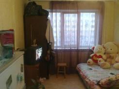 Гостинка, улица Надибаидзе 28. Чуркин, частное лицо, 16 кв.м. Комната