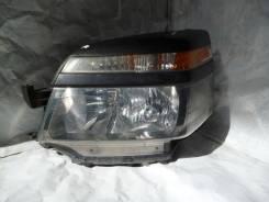 Фара. Toyota Voxy, AZR60G