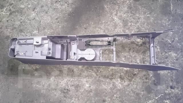 Подлокотник. Toyota Celica, ZZT231