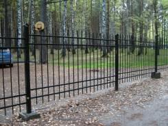 Заборы из металла и столярной древесины