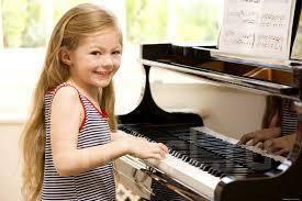 Уроки игры на фортепиано. Уроки эстрадного вокала.
