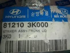 Фиксатор замка крышки багажника (81210 3K000) (08г). Hyundai Genesis