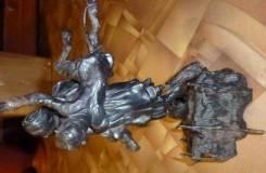 Старинная статуэтка