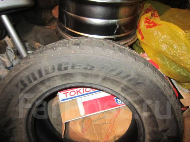 Bridgestone Ice Cruiser. Зимние, шипованные, износ: 70%, 2 шт
