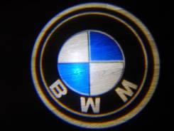 Беспроводная лазерная проекция логотипа в двери BMW