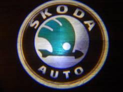 Беспроводная лазерная проекция логотипа в двери Skoda