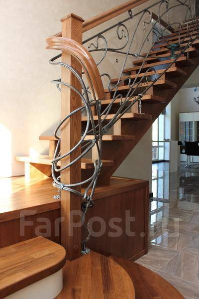 Лестницы и Интерьеры из твердых пород дерева на заказ во Владивостоке