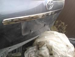 Накладка на дверь багажника. Toyota Wish, ZNE10 Двигатель 1ZZFE