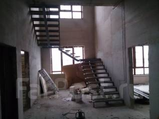Металлические лестницы любой сложности.