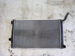 Радиатор охлаждения двигателя. Toyota RAV4