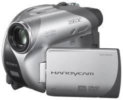 Sony DCR-DVD105E. Менее 4-х Мп, с объективом