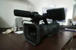Sony HDR-AX2000E. с объективом