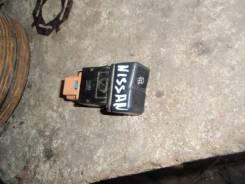 Кнопка включения противотуманных фар. Nissan Sunny, FB15 Nissan Bluebird