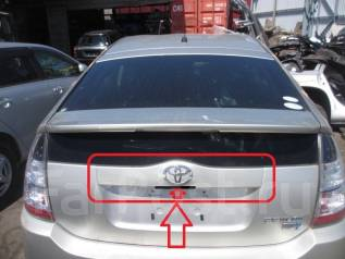 Кнопка открывания багажника. Toyota Prius, NHW20 Двигатель 1NZFXE