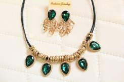Комплект серьги и ожерелье.