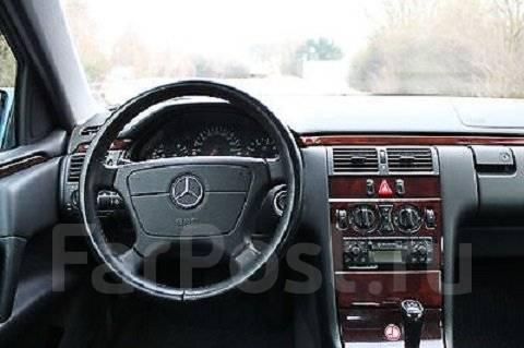 Mercedes-Benz E-Class. W210, M111970