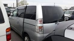 Стекло боковое. Toyota Voxy, AZR60G Двигатель 1AZFSE