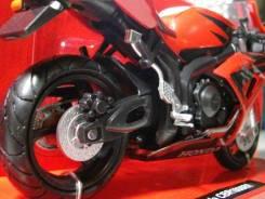 Модель мотоцикла Honda CBR 1000RR ! маштаб 1/12.