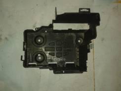 Крепление аккумулятора. Renault Laguna, 2F1