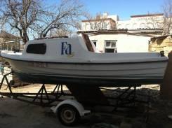 Продам яхту парусно-моторную. 2003 год, двигатель подвесной, бензин