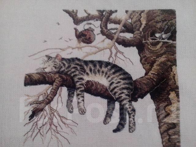 Кот на ветке вышивка крестом