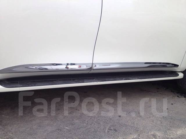 Накладка на дверь. Infiniti QX56 Nissan Patrol, Y62