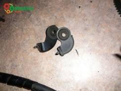 Крепление радиатора верхнее правое 88467-28050, 88688-44210