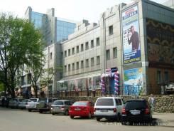 Магазины. 1 000 кв.м., улица Комсомольская 13, р-н Центр. Дом снаружи