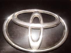 Знак Toyota на LC-100 на решетку