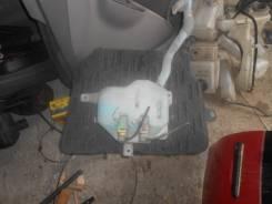 Бачок стеклоомывателя. Honda Stream, RN1 Двигатель D17A