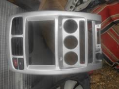 Консоль центральная. Nissan Cube, AZ10 Двигатель CGA3DE