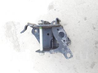 Крепление балки подвески. Nissan Juke, F15, YF15 Двигатели: HR16DE, MR16DDT, HR15DE