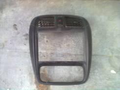 Консоль панели приборов. Mazda Demio, DW3W Двигатель B3ME