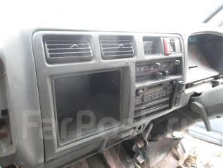 Консоль панели приборов. Toyota Dyna, BU112, BU102, LY151, LY161, BU172 Двигатели: 15BCNG, 15BLPG, 15BF, 15BFTE, 15BFP, 15BFT, 15B