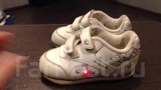 Ботинки кроссовки детские на малыша малышку Reebok Риббок белого цвета. 22,5
