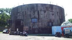 В аренду помещение, прилегающую территорию под склад или производство. 1 700 кв.м., улица Толбухина 2, р-н БАМ. Дом снаружи