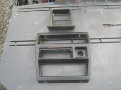 Консоль панели приборов. Nissan Datsun, QYD21 Двигатель NA20