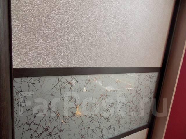 шкаф купе с кожаными вставками фото
