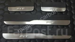 Накладка на порог. Honda Fit, GK3, GK4, GK5, GK6, GP5, GP6 Двигатели: L13B, L15B, LEB